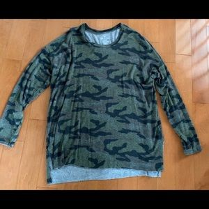 American Eagle Camo Sweater Size Large